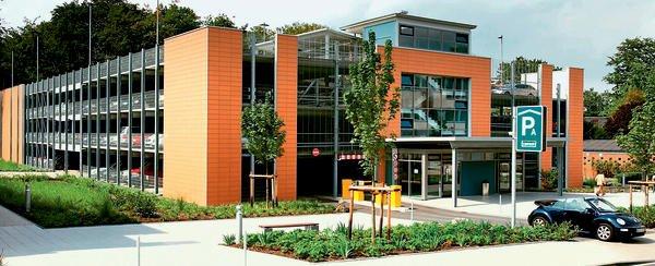 Elementierte Leichtigkeit: Doppel-Parkhaus am Klinikum Leverkusen