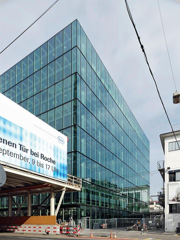 In Basel ist das neue Biotech-Produktionsgebäude von Roche entstanden.