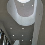 Der Werkstoff Sichtbeton führt durch das ganze Haus. Bild: BetonBild/LRO Architekten