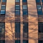 Dachflächenfenster und Fassadenfenster bilden eine durchgehende Linie.