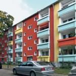 Die Sanierung der Fassade aus den 70er Jahren beruht auf neuer Farbigkeit und auf Abdichtung der 300 Balkone.