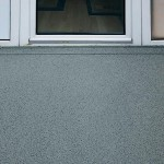 Geringe Aufbauhöhen der Balkon-Abdichtung - hier mit Chipeinstreuung - vermeiden Probleme im Türbereich. Bilder: Triflex