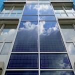 Auch an der Fassade im Südosten wurden ProSol PV-Module zur Verwertung der Sonnenenergie angebracht. Bilder: Schüco International KG