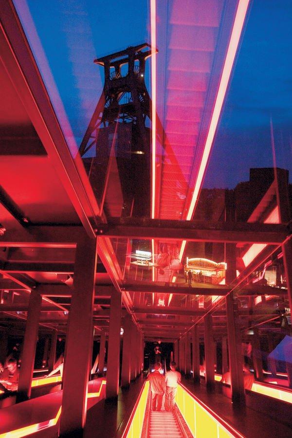 Umbau der Kohlenwäsche der Zeche Zollverein in Essen: Für die Lichtplanung erhielten die Lichtgestalter eine Auszeichnung aus New York.