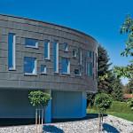 Der klare Linienverlauf der horizontalen Fugenausbildung geht auch an den Gebäudeecken ohne Bruch weiter.