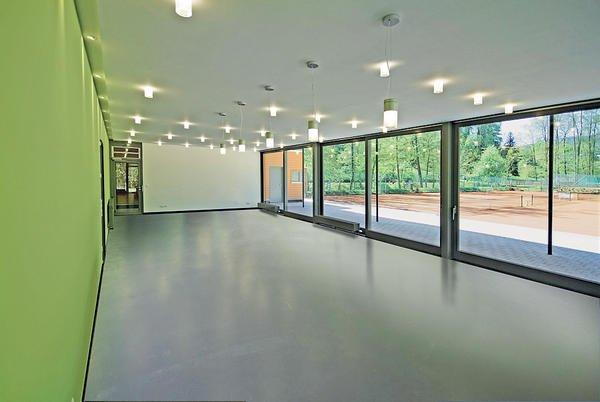 neubau eines tennishauses im kurpark bad wildbad sanft eingebettet. Black Bedroom Furniture Sets. Home Design Ideas