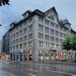 Blick von der Uraniastraße auf die denkmalgeschützte Fassade mit neuem Innenleben.