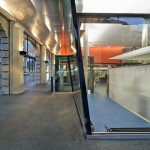 Kristallin: Mit viel Glas vor der Kundenhalle wird Transparenz hinter den Arkaden erzielt. Bilder: Bachmann Wassmann Planer AG