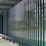 Die feuerverzinkte Stahlkonstruktion des Carports wurde mit einer Metallfassade versehen. Bilder: Architektengemeinschaft Knoche-Neumann Architekten BDA, Leipzig
