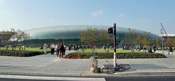 Bahnhof Straßburg mit neuem Glasvorbau.