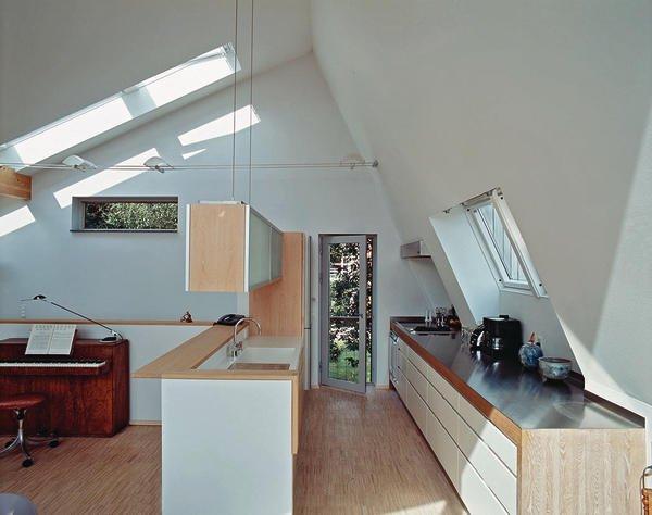 tageslicht im dachgeschoss mit gewisser extravaganz. Black Bedroom Furniture Sets. Home Design Ideas