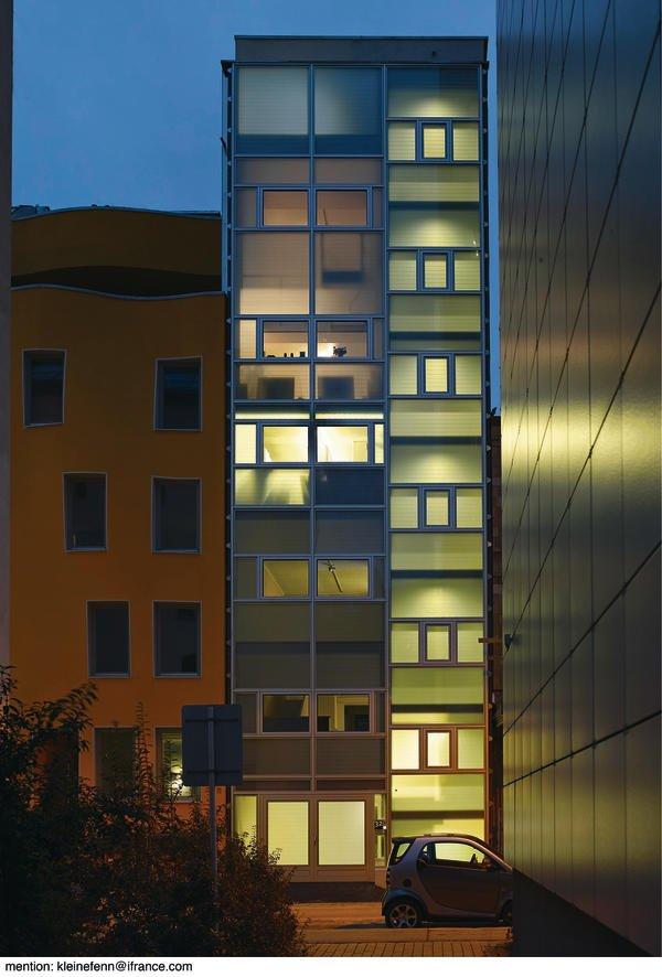 Wohnhaus aus ausgewählten Materialien für sichtbare Verwendung.