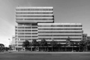 Bürogebäude Ernst-Reuter-Platz 6 in Berlin, Teil der Aussstellung Re-use im Aedes
