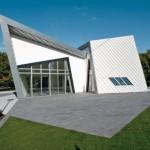 Villa Libeskind mit ineinander geschachtelten Bauteilen, schrägen und senkrechten Wänden, spitzen und stumpfen Winkeln.