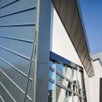 Rheinzink-Doppelstehfalz bildet die formschöne und werkstoff-nachhaltige Bekleidung von Fassaden und Dächern.