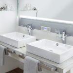 Hightech-Materialien wie das Kaldewei Stahl-Email sind nachweislich hygienischer und leichter zu reinigen als aus Acryl hergestellte Produkte oder geflieste Duschen. Dank des Perl-Effekts, mit dem die Waschtische von Kaldewei serienmäßig ausgestattet sind, perlt das Wasser einfach ab – genauso wie Schmutz und Kalk. Bild: Kaldewei