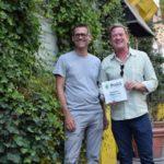 BuGG-Präsident Dr. Gunter Mann und Andreas Lichtblau von 90degreen vor begrünter Fassade