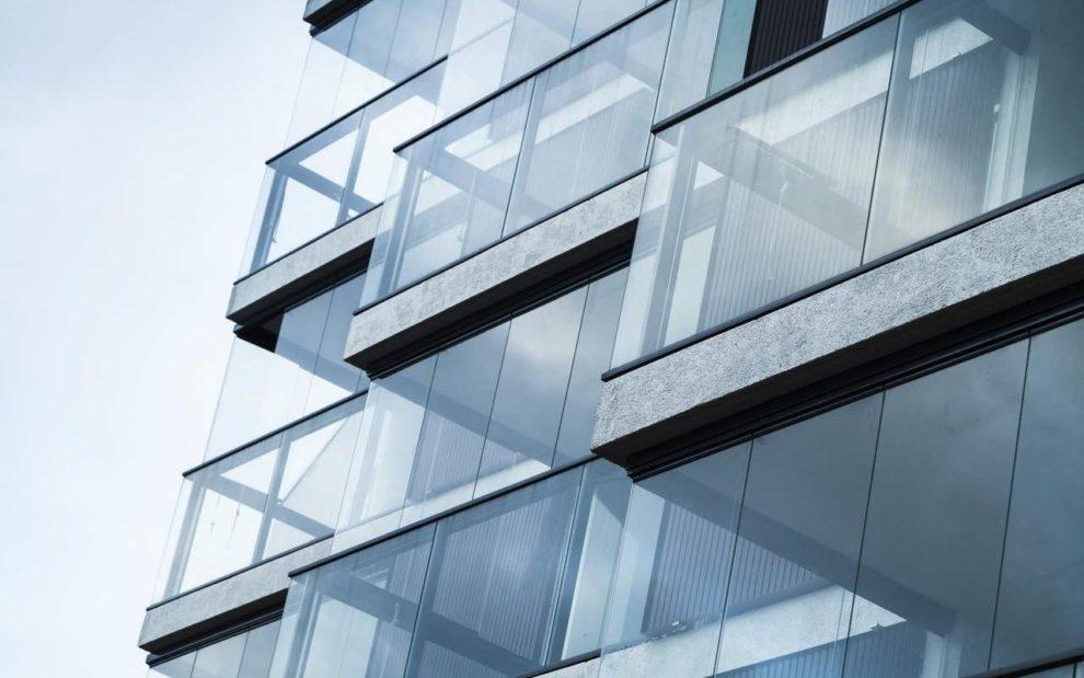 Balkonverglasung an Wohngebäude