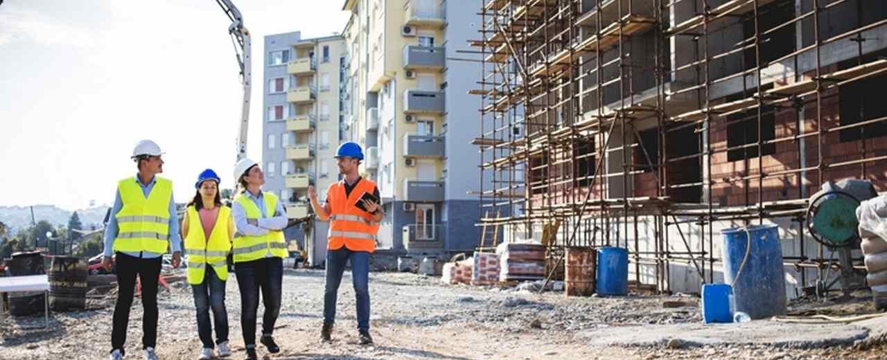 Bauwirtschaft: Baustelle mit Wohnhäusern. Bild: romul014/stock.adobe.com