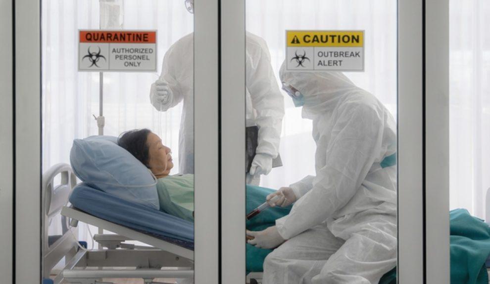 Mit Covid-19 infizierte Patientin in Quarantäne-Raum
