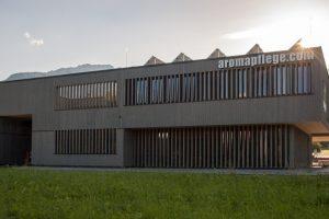 Das Firmengebäude der Naturkosmetikfirma Aromapflege wurde mit dem Holzbau-Preis Tirol 2019 ausgezeichnet. Bild: Foto Müller