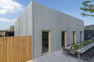 Der BUGA-Seminarpavillon von Joos Keller besteht aus modularen Sichtbeton-Fertigteilen, die vollständig ab- und wieder aufgebaut werden können. Bild: BetonBild/Artismedia