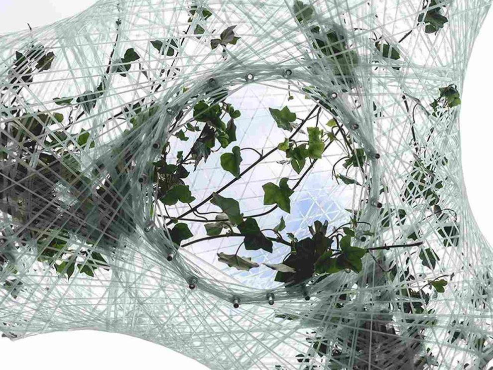 Beim Projekt Urban Micro Climate Canopy (UMCC) wachsen Kletterpflanzen auf einer Struktur aus harzgetränkten Glasfaserbündeln und erzeugen so eine künstliche Baumkrone. Bild: TUM