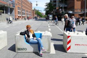 Bento-Betonmöbel im Einsatz beim Hafengeburtstag Hamburg. Bild: Pitsch & Schau