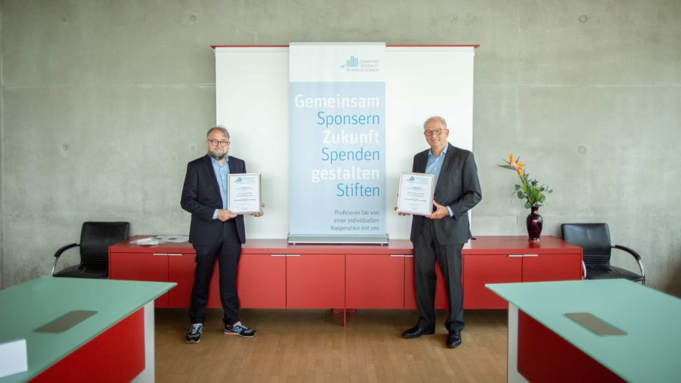 Die Preisträger Prof. Dr.-Ing. Holger Techen (rechts) und Dr.-Ing. Jochen Krimm