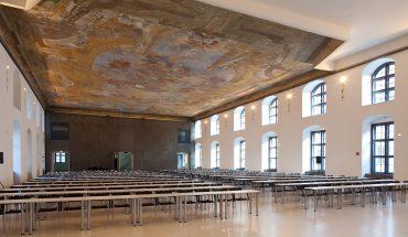 """Das 22. Brillux Architektenforum in Wien widmet sich am 20.11.2017 dem brandaktuellen Thema """"Wohnungsbau"""". Bild: Aula der Wissenschaften"""