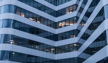 Neue Techniken, um Fassaden und Beleuchtung von Bürogebäuden der Witterung entsprechend automatisch zu steuern – damit befasst sich ein Vorhaben der Technischen Universität (TU) Kaiserslautern.