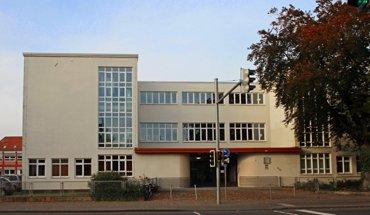 Die Altstädter Schule in Celle von Architekt Otto Haesler zählt weltweit zu einem der wichtigsten Objekte im Bauhaus-Stil. Bild: Celle Tourismus und Marketing GmbH