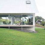 Einfamilienhaus mit transparentem Erdgeschoss