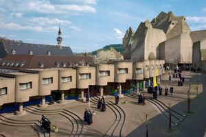 """Gottfried Böhm: Wallfahrtskirche """"Maria, Königin des Friedens"""", Neviges / 1963–68 Bild: Inge und Arved von der Ropp /Irene und Sigurd Greven Stiftung, ca. 1976"""
