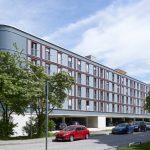 Florian Nagler Architekten GmbH, München (D). Parkplatzüberbauung Dantebad, München (DE). Bild: Stefan Müller-Naumann