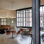 In Erdtönen eingerichtete Cafeteria. Bild: Achim Hehn