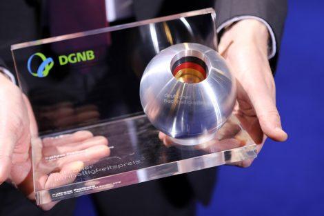 Preisstatuette des Deutschen Nachhaltigkeitspreises. Bild: DGNB