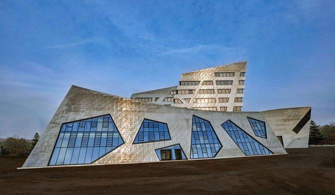 """Das Campusgebäude der Leuphana Universität ist einer der acht Finalisten für den DGNB-Preis """"Nachhaltiges Bauen"""". Bild: Stiftung Universität Lüneburg"""