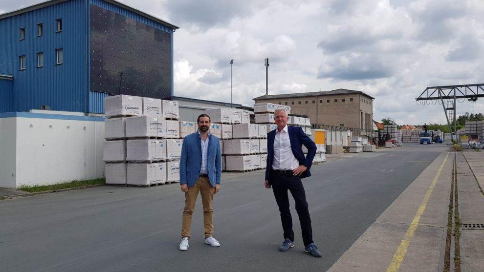 Sebastian Körber und Dr. Hannes Zapf beim Mauerstein-Hersteller Zapfwerke in Schwaig bei Nürnberg