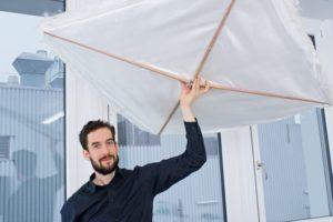 Forschende der Hochschule Luzern haben eine textile Dämmung entwickelt, die die energetische Sanierung von Sport- und Industriehallen erheblich vereinfacht.