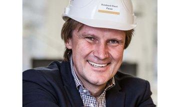 Dipl. Ing. Reinhard Eberl-Pacan, Brandschutzplaner aus Berlin, referiert bei der Dach+Holz 2018 über Brandschutz im Holzbau. Bild: Dach+Holz
