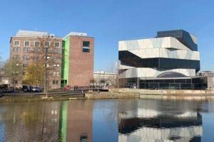 Umbau und Erweiterung des Science Centers erfolgten auf Grundlage eines im Jahr 2007 gewonnenen Architekturwettbewerbs durch das Berliner Architekturbüro studioinges. Der Neubau der experimenta wurde von Sauerbruch Hutton Architects aus Berlin realisiert. Bild: Drees & Sommer SE