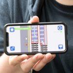 Smartphone mit App für Corona-Alltag