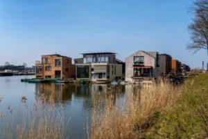 Schwimmende Häuser im Projekt »Schoonschip« bei Amsterdam