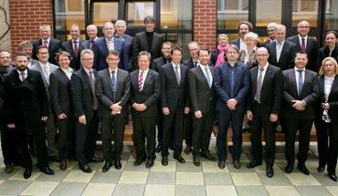Die Gründungsmitglieder des Deutschen Ausschusses für Mauerwerk (DAfM) möchten den Mauerwerksbau weiter optimieren. Bild: DAfM