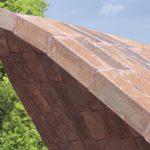 """Die tragfähige dünne """"Schale"""" wird von außen als reine Ziegelschale wahrgenommen. Das Carbontextil sowie der Betonmörtel bleiben im Inneren verdeckt. Die Konstruktion hat insgesamt nur eine Materialstärke von etwa 7 cm Dicke. Bild: Karl Banski"""
