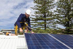 Mit einer Photovoltaik-Anlage lässt sich der CO2-Fußabdruck drastisch reduzieren. Das schützt das Klima. Bild: Fotolia