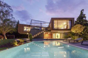 Key-visual zum sechsten Internorm-Architekturwettbewerb, Villa mit Pool