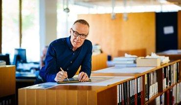 Holzhäuser: Hermann Kaufmann ist seit 2002 Professor für Entwerfen und Holzbau an der TU München. Bild: Martin Polt