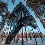 """Seit Ende Januar können Gäste das neueste Baumhotel-Zimmer beziehen: """"The 7th Room"""" ragt zehn Meter in die Höhe. Foto: Johan Jansson"""